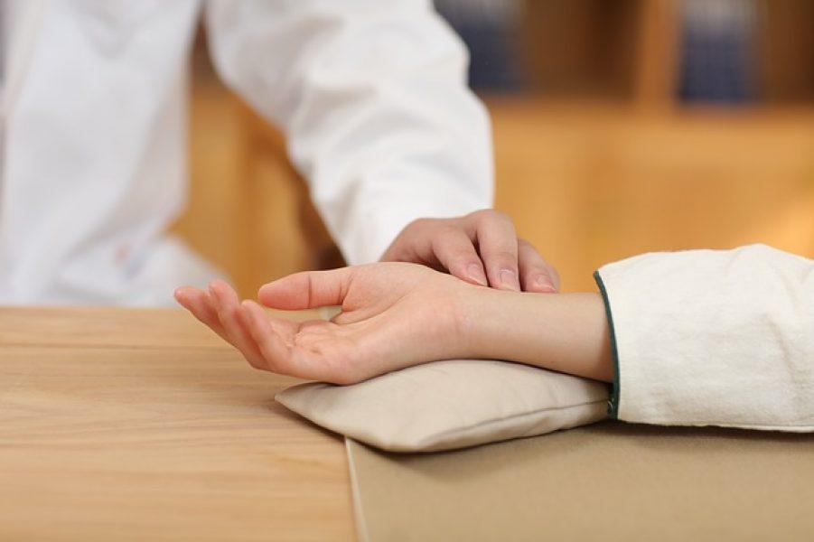 איבחון-לפי-דופק-ברפואה-סינית